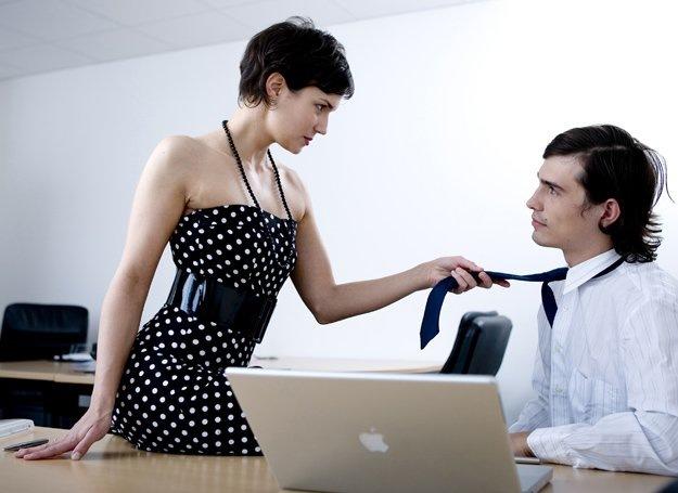 Przygoda opisująca seks w biurze.